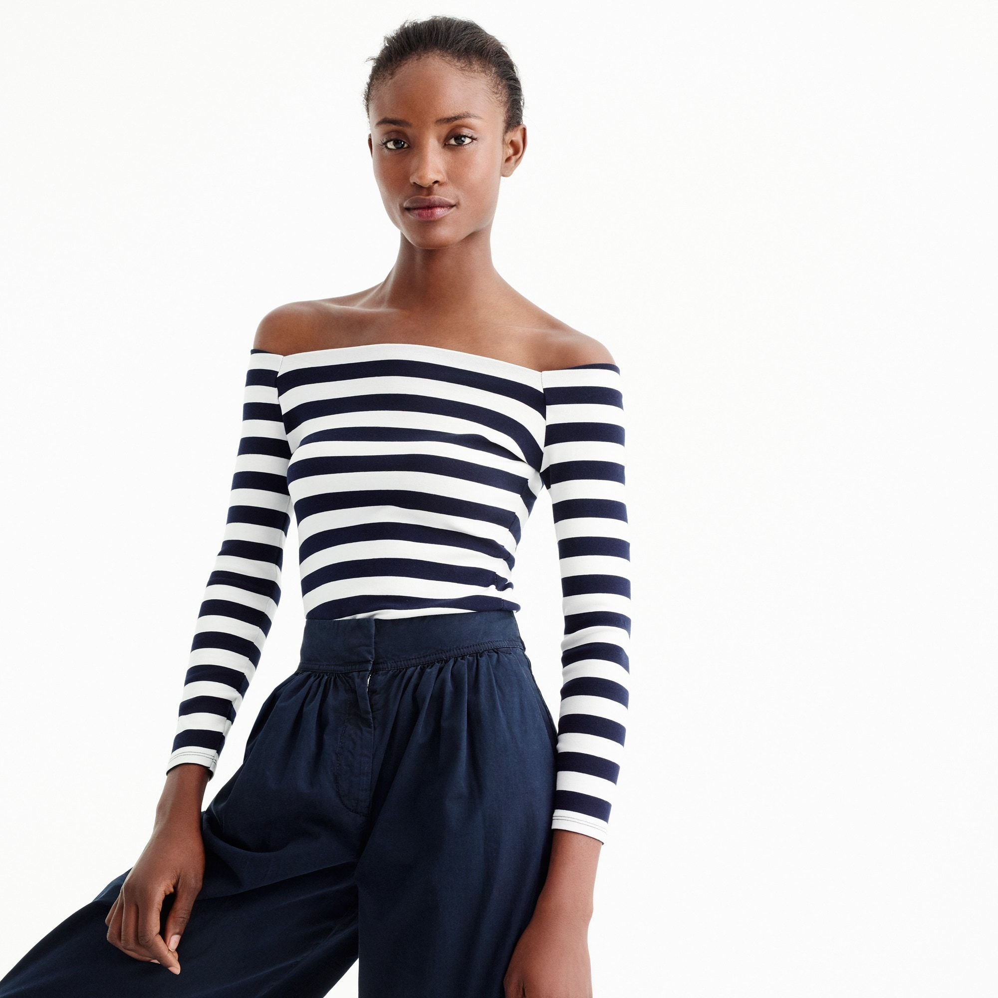 Long-sleeve off-the-shoulder striped T-shirt