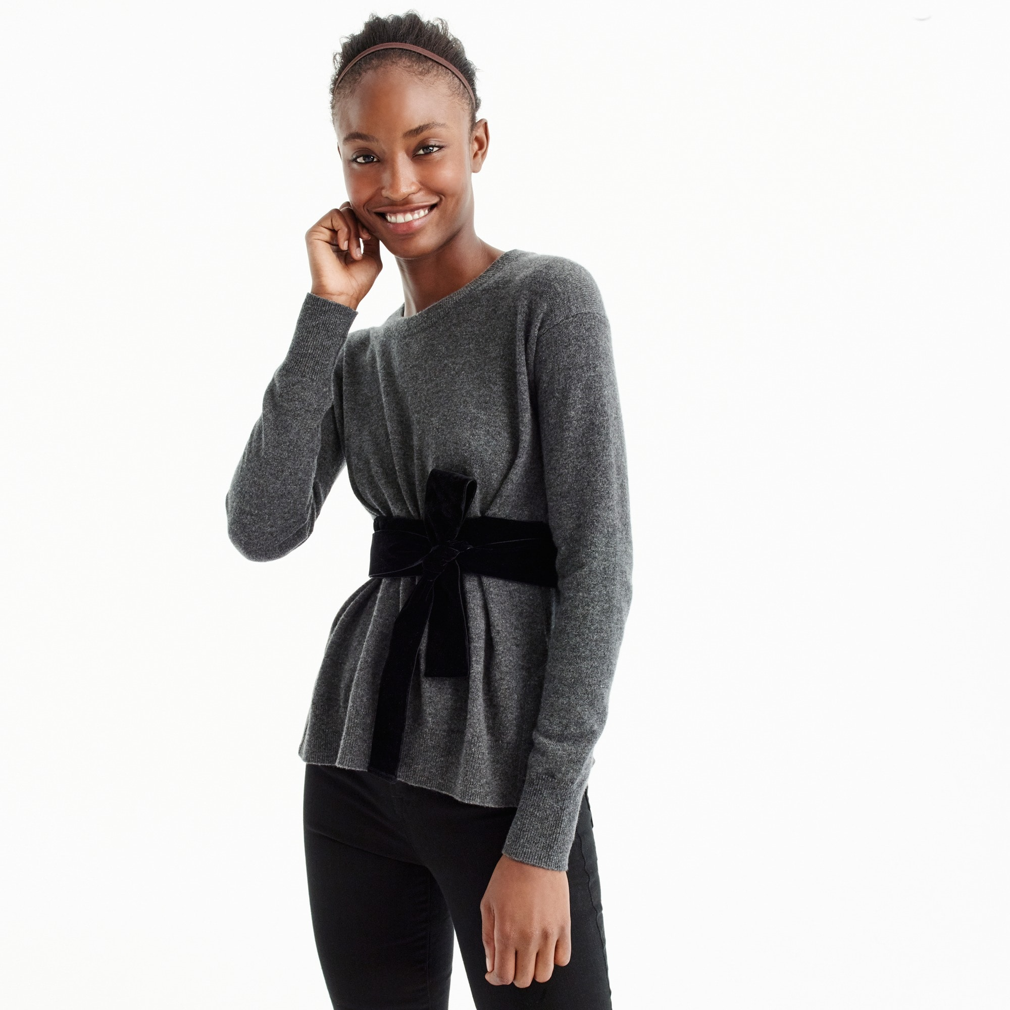 Crewneck sweater with velvet sash in everyday cashmere