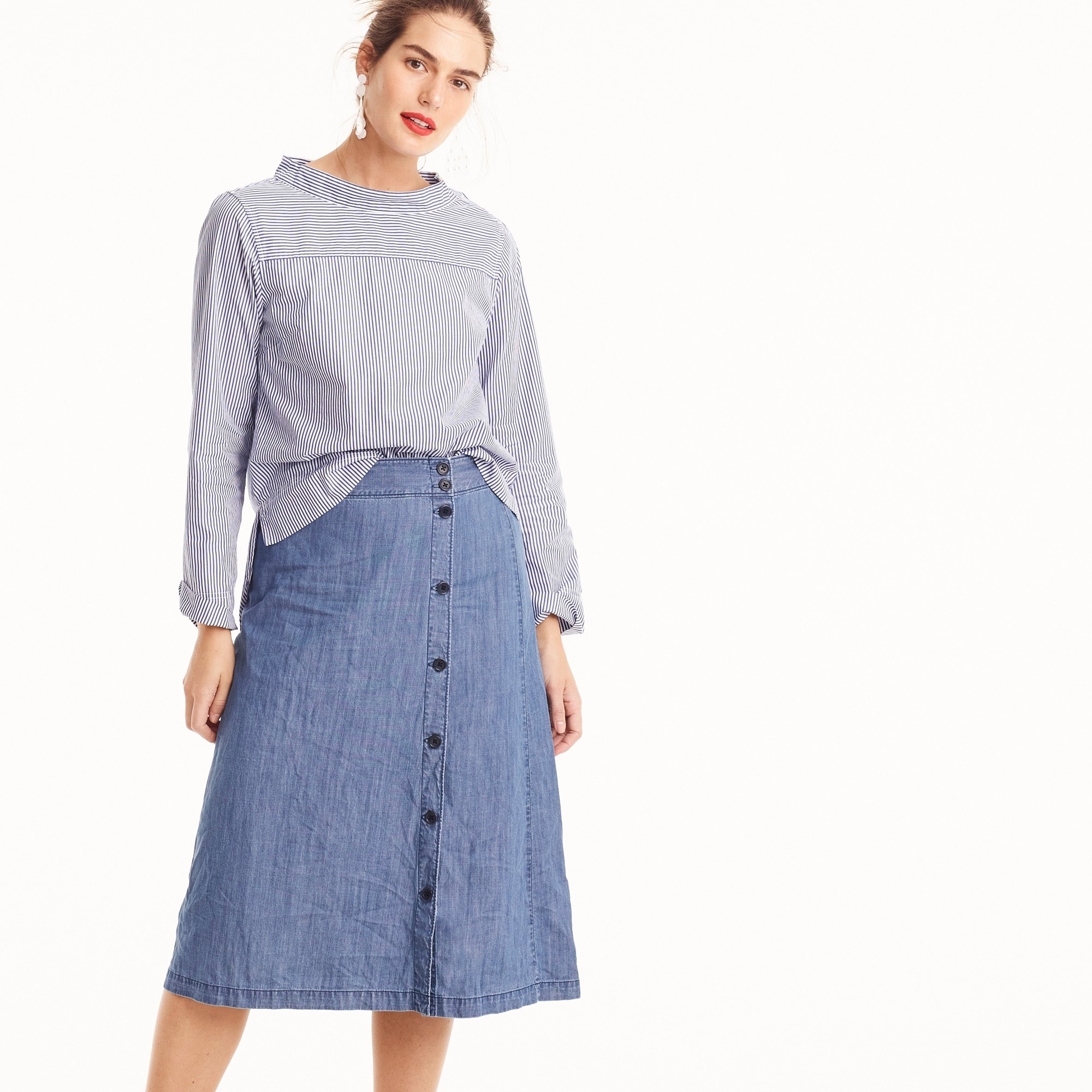Side-button skirt in chambray