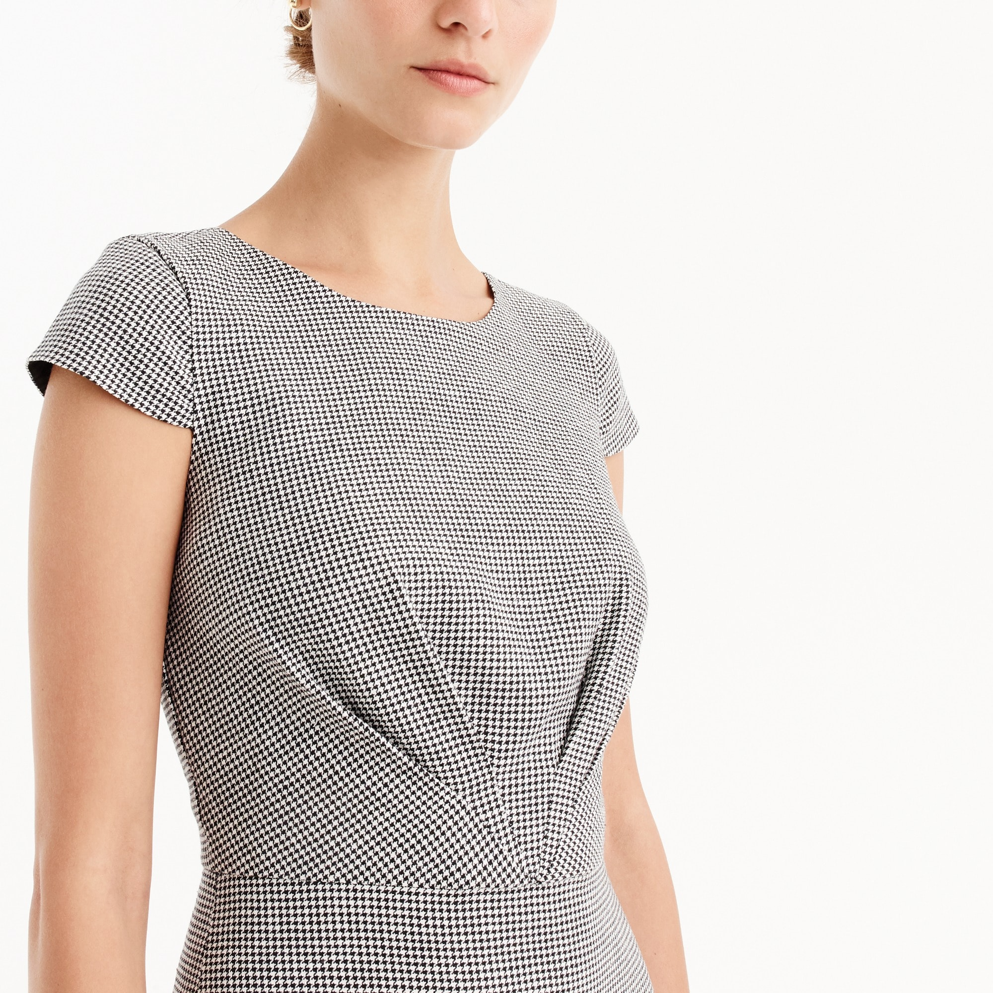 Tie-front dress in mini-houndstooth